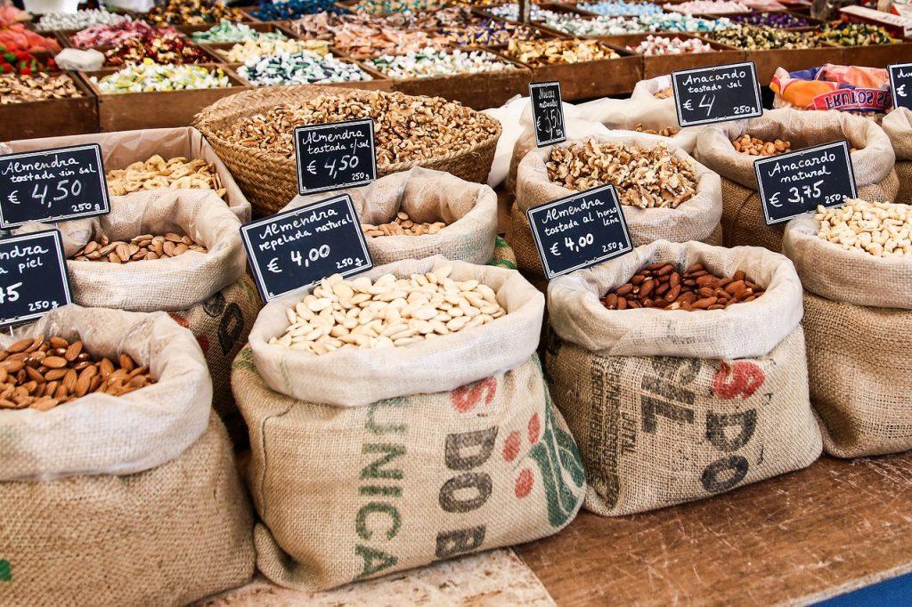 Wochenmarkt in Inca, Nüsse, Mallorca