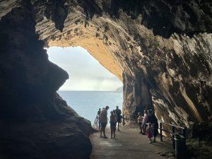 Blick aus der Höhle von Arta, auf die Bucht von Canyamel