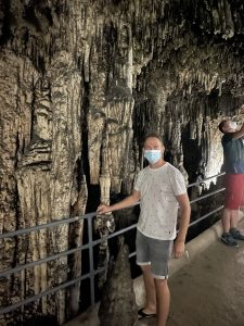 Ich in den Höhlen von Artá
